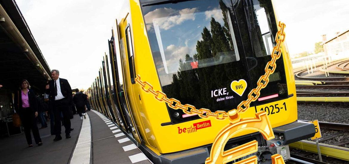 bvg train gold necklace